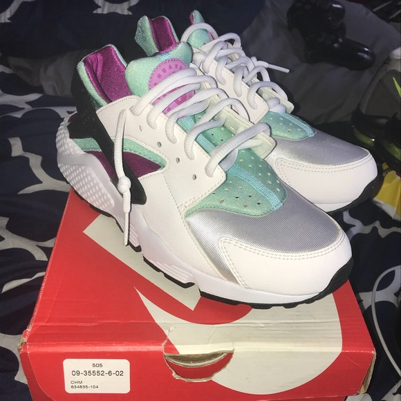 3a1a25acaee5 Nike Shoes - Women Nike Air Huaraches